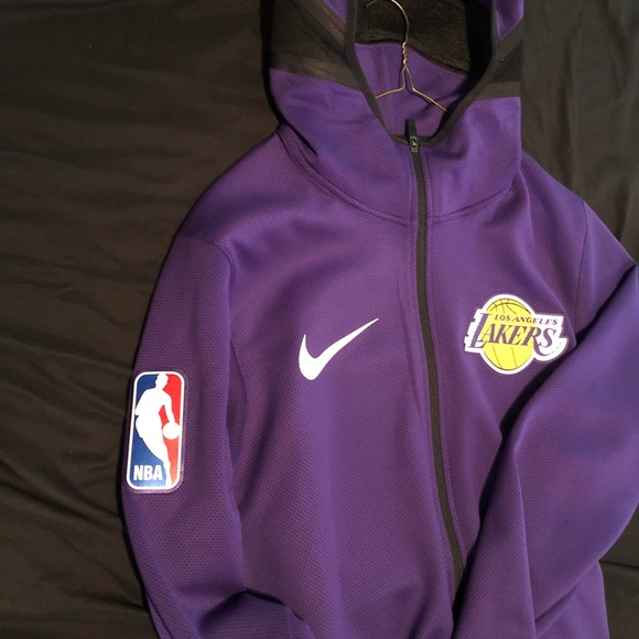 b2796c0d Nike Lakers Thermaflex Showtime Hoodie. M_5c100c659fe486a4f1dba3c1